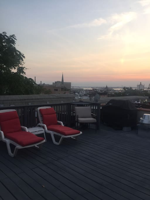 Private Rooftop with Lounge-chairs and Grill