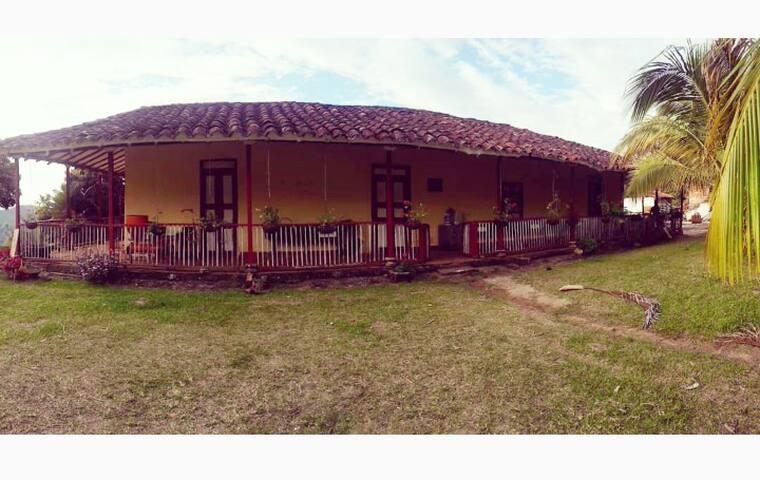 COLONIAL HOUSE finca La Meseta