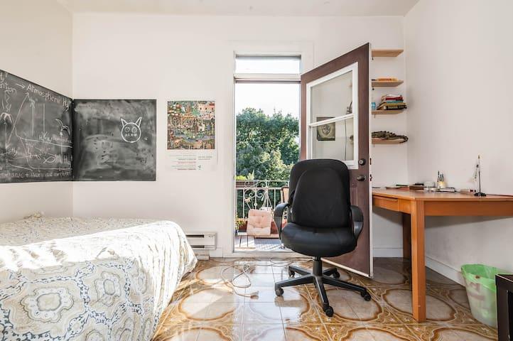 Sunny Room W/ Private Balcony!