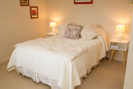 Swan House Boutique Bed and Breakfast - Martinborough