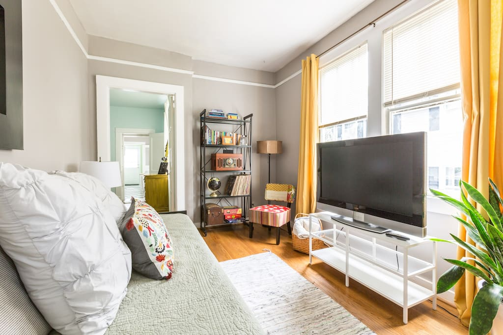 Sunny living room with cable TV and high speed Wifi
