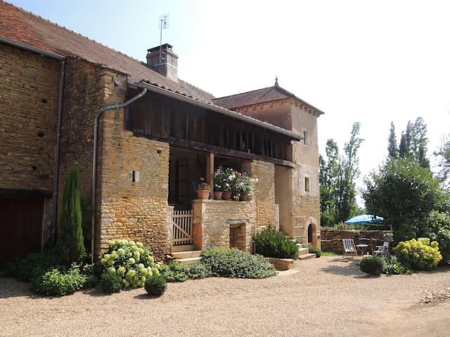 Chambre privée près de Cluny Taizé - Bonnay - House