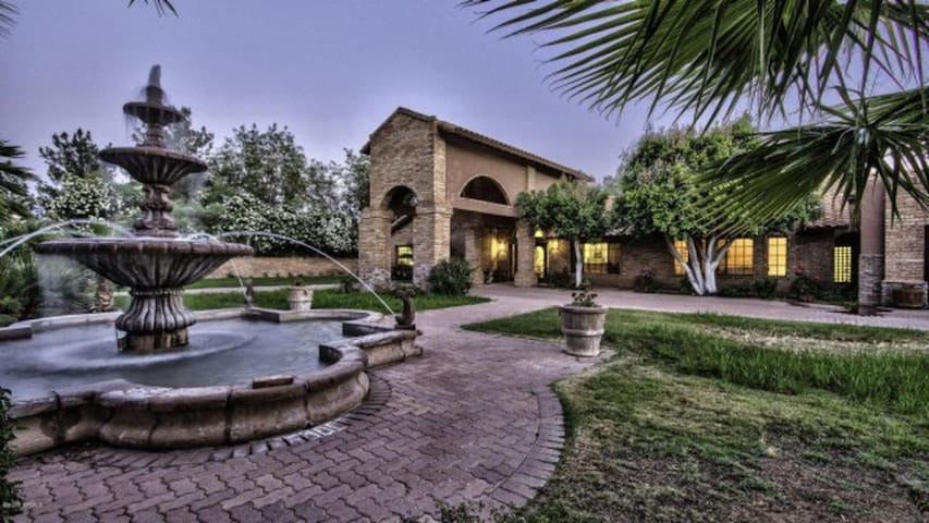Brick Mansion in Paradise Valley, heated pool &spa - Paradise Valley - House