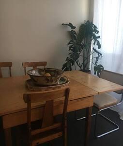 Room in sunny, pristine Carlton North apartment - Carlton North - Apartmen