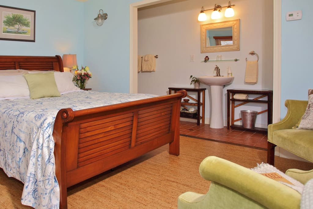 The Tabbs Room has a private enterance and bathroom, guest fridge and Keurig coffee maker.