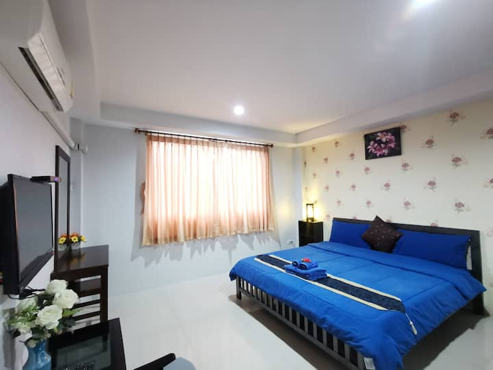 Comfortable Deluxe Double Room at Tontalay Hotel