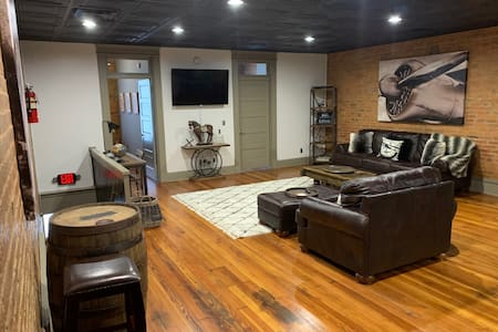 "NEW ""Bourbon on the Square"" Downtown Rustic Loft"