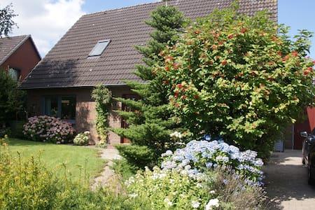 Haus Botilla - schöne Ferienwohnung in Eiderstedt - Garding