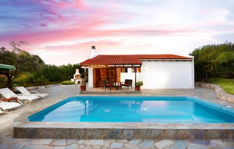 Cosy villa with private pool amidst olive groves