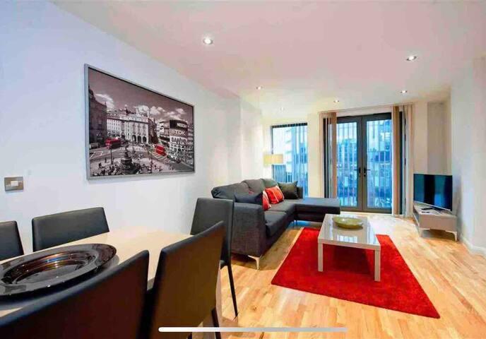 Big cosy 3bed newbuild flat near Tower Bridge