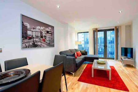 Big cosy 3bed newbuild flat near Tower Bridge