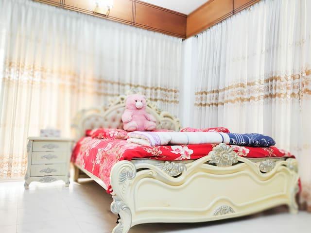 Room 1: Master Bed