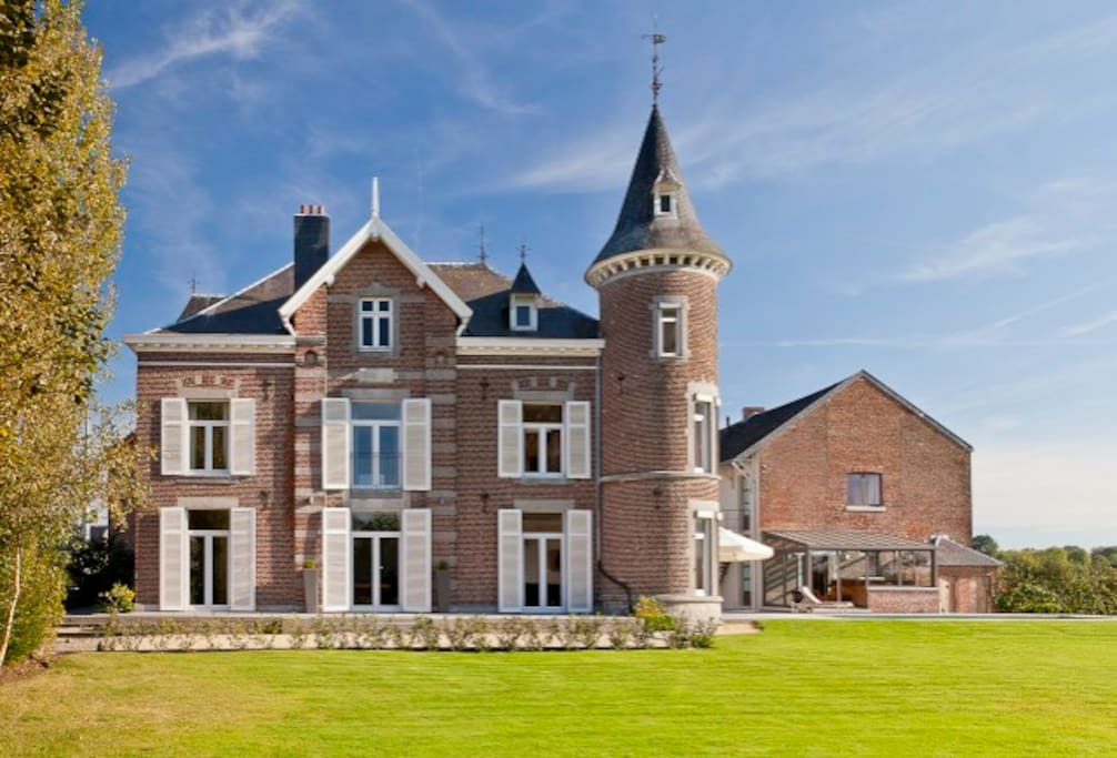 chateau avec piscine 14 personnes - Schlösser zur Miete in Thimister ...
