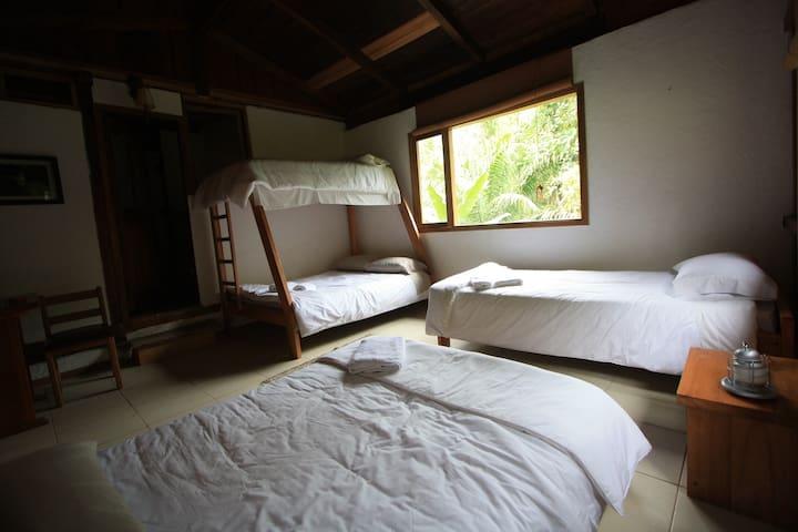 La Providencia de Mindo Wooden House Room 3