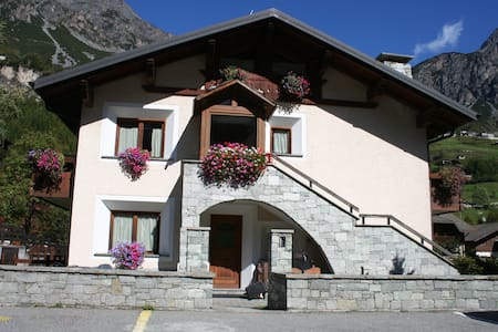 cozy flat on Alps facing ski area - Valdidentro - Isolaccia
