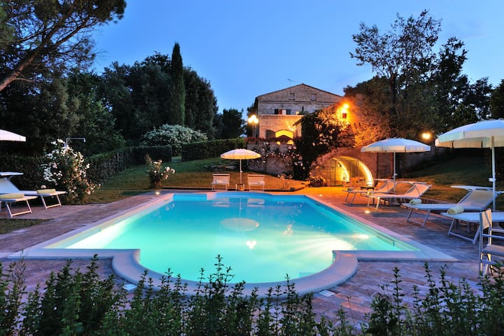 Luxury Villa for16 in Marche region - Montemaggiore Al Metauro - Rumah