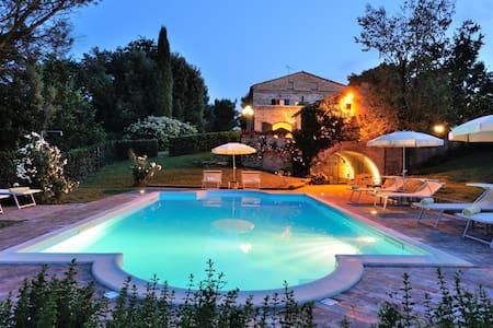 Luxury Villa for16 in Marche region - Montemaggiore Al Metauro - Haus
