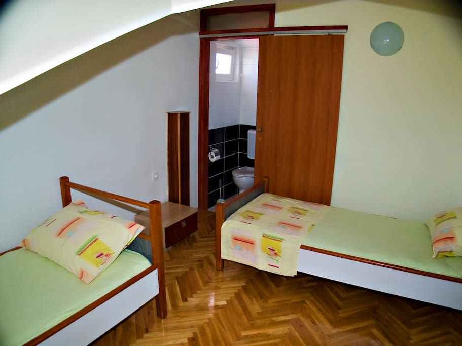 Upper bedroom for 3 persons