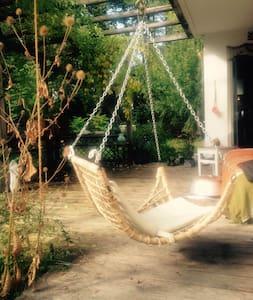 Lovely quiet Place in Munich - Ottobrunn - Haus