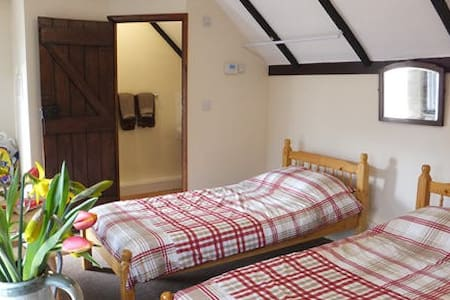 Countryside Studio Accommodation - High Hurstwood