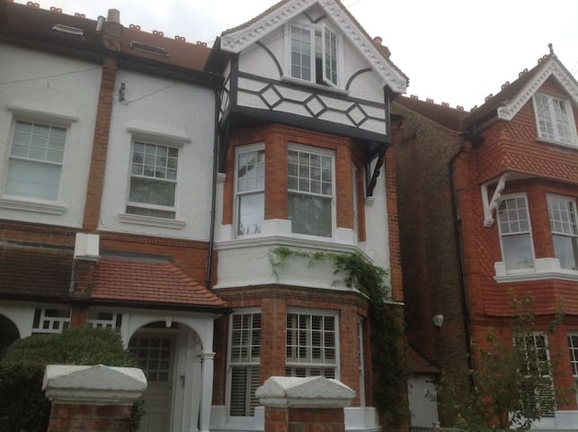 Two rooms in beautiful Barnes house
