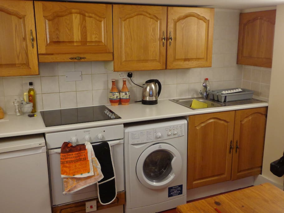 Fully equipped kitchen. Microwave, oven etc.