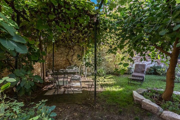SECRET GARDEN house near laBiennale
