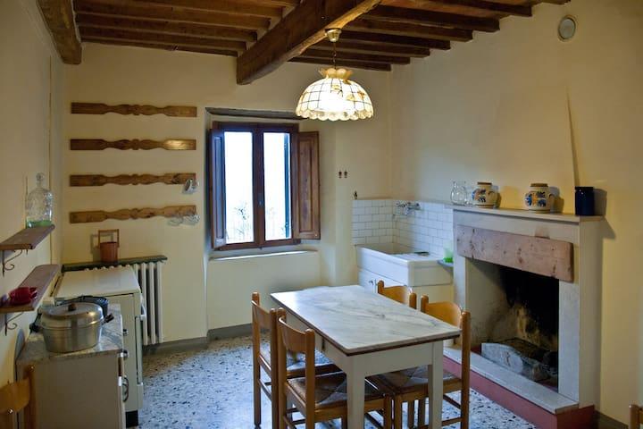 Rustico con giardino in collina - Pescia - Castella di Stiappa - Casa