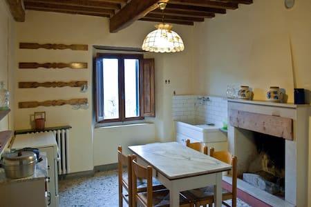 Rustico con giardino in collina - Pescia - Castella di Stiappa - Huis