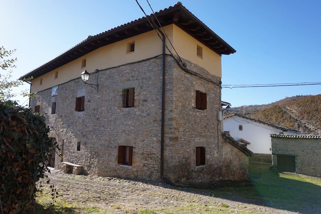 Espaciosa casa en pueblo del pirineo casas en alquiler - Casas del pirineo ...