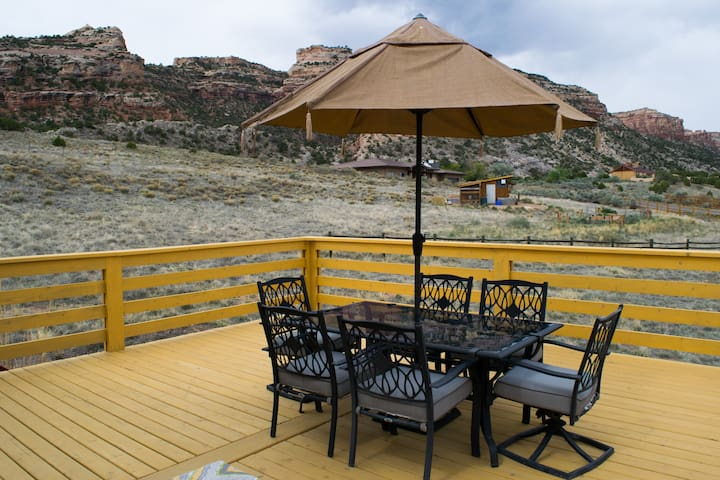 Retro/Rustic Getaway with Breathtaking Views - Grand Junction - House