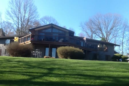 1 - 3 BR  Retreat in Chester County - House