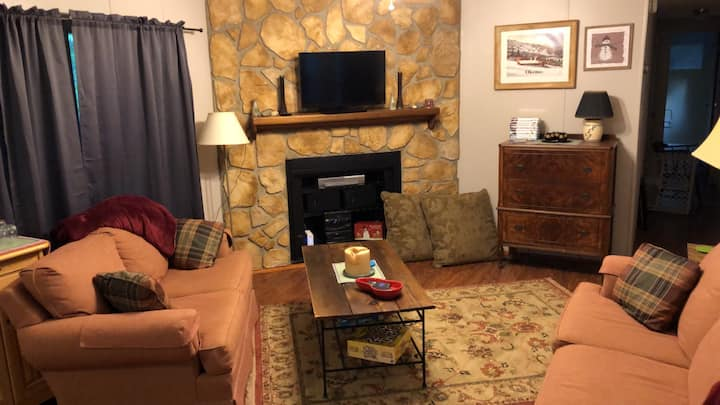 Charming Abode - Cozy, Clean, & Close to Okemo