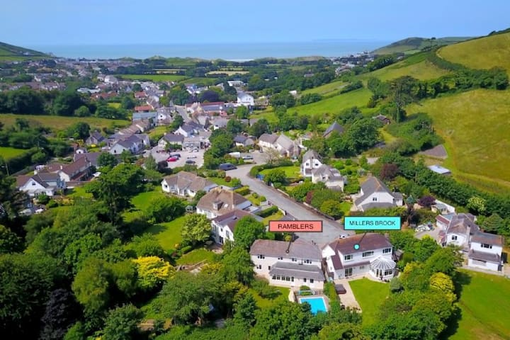 CROYDE RAMBLERS | 4 Bedrooms | Swimming Pool (can be heated) | Pets Welcome | Hot Tub Hire Available