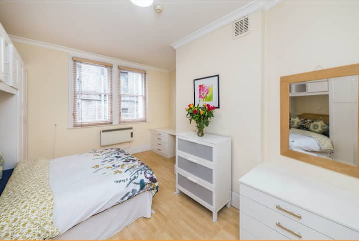 Large Double Bedroom 3min from Green Park Station