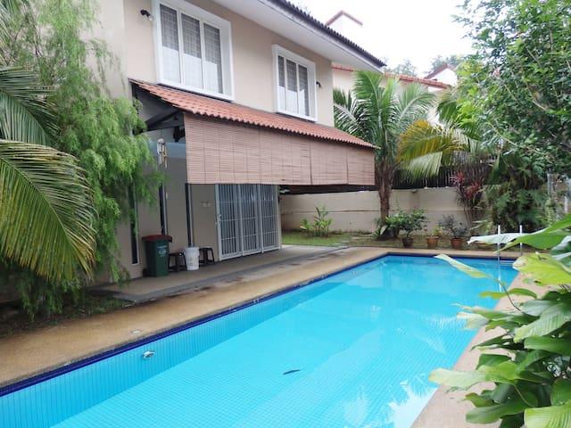 Cosy Bungalow with Pool @ Damansara Heights KL - Kuala Lumpur - Bungalow