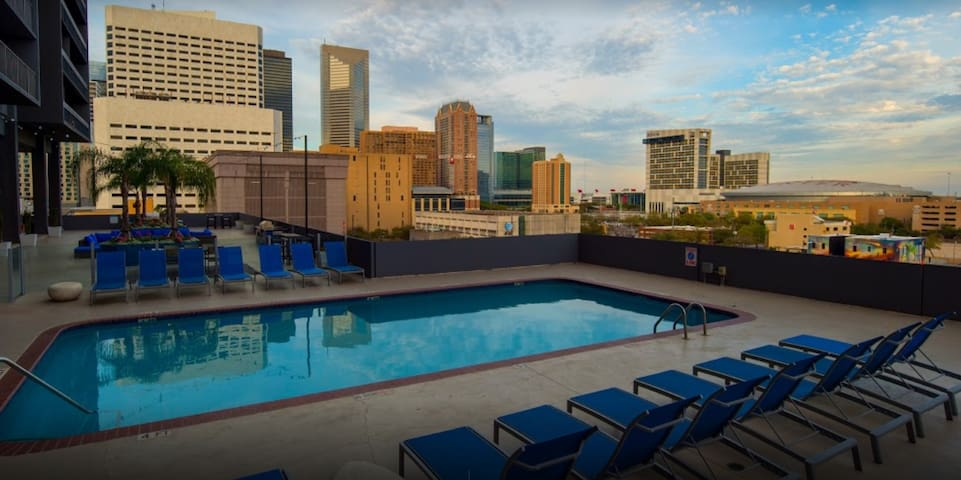 Cheap Luxury Apartment in Downtown Houston