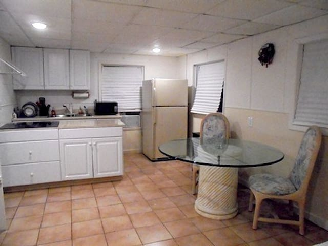 Studio Apartment Central Just Over 1 mile to Beach - Naples - Bungalo