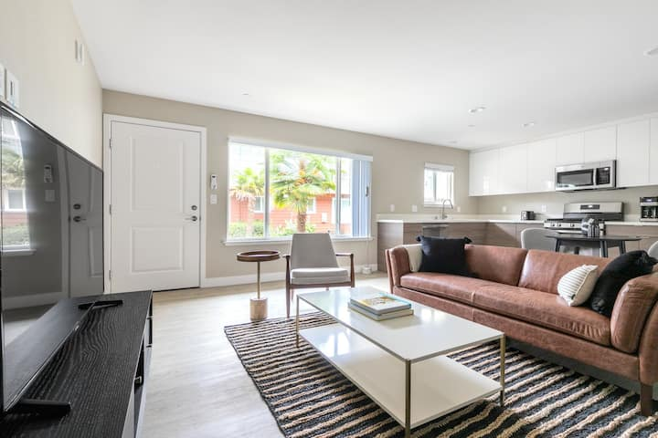 Tasteful Campbell 1BR w/ Pool, Parking, walk to Groceries, by Blueground