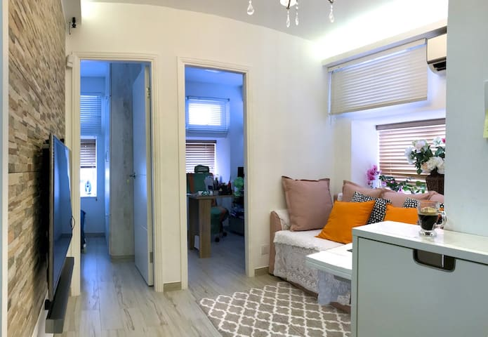 Cozy Comfortable Apartment/ :)transportation/WIFI