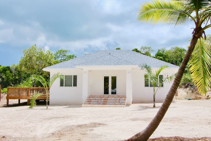 Newly built 2 BD 2 BA modern 1200 sq. ft. bungalow - 2 min. walk to Ten Bay