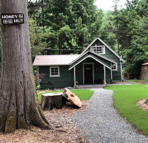 Homey Hut - Riverfront Mt Rainier Crystal Mountain