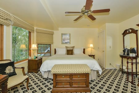 Bedroom 4 Rosebay Upstairs; King Size Bed; Double Jacuzzi Bath and shower; fire place patio overlooking the front yard