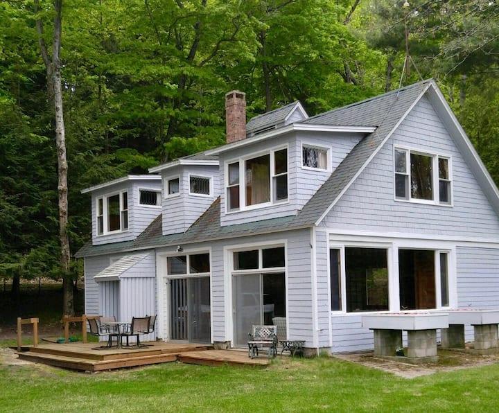 Beautiful Lakefront Cottage
