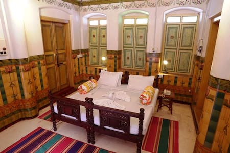 Live the Chettinadu life in a 100+year old Mansion