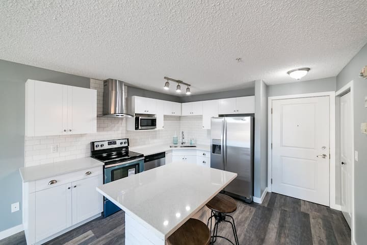 Brewery District (West Downtown) Condo + Parking - Edmonton - Huoneisto