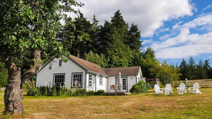 Tidewinds Farm Cottage -- Island Views + WiFi