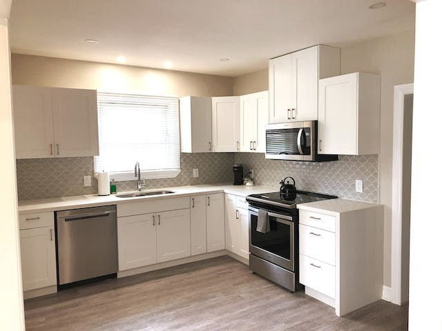 Stay Here! Modern, newly renovated bungalow!