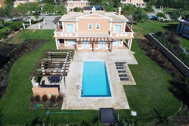 4 Bedroom Villa w/ pool in Carvoeiro