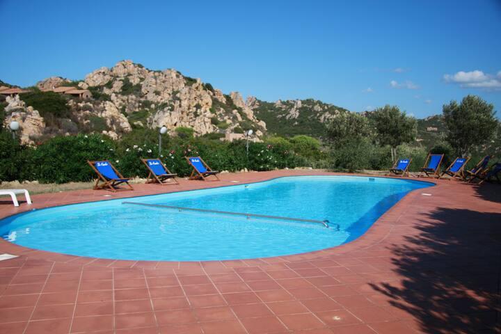 Villa ginepro pour 6 avec piscine villas louer costa for Villa piscine sardaigne
